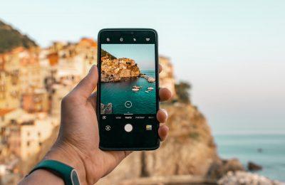 Jak przygotować telefon do zagranicznego wyjazdu? Aktywny wypoczynek z technologią